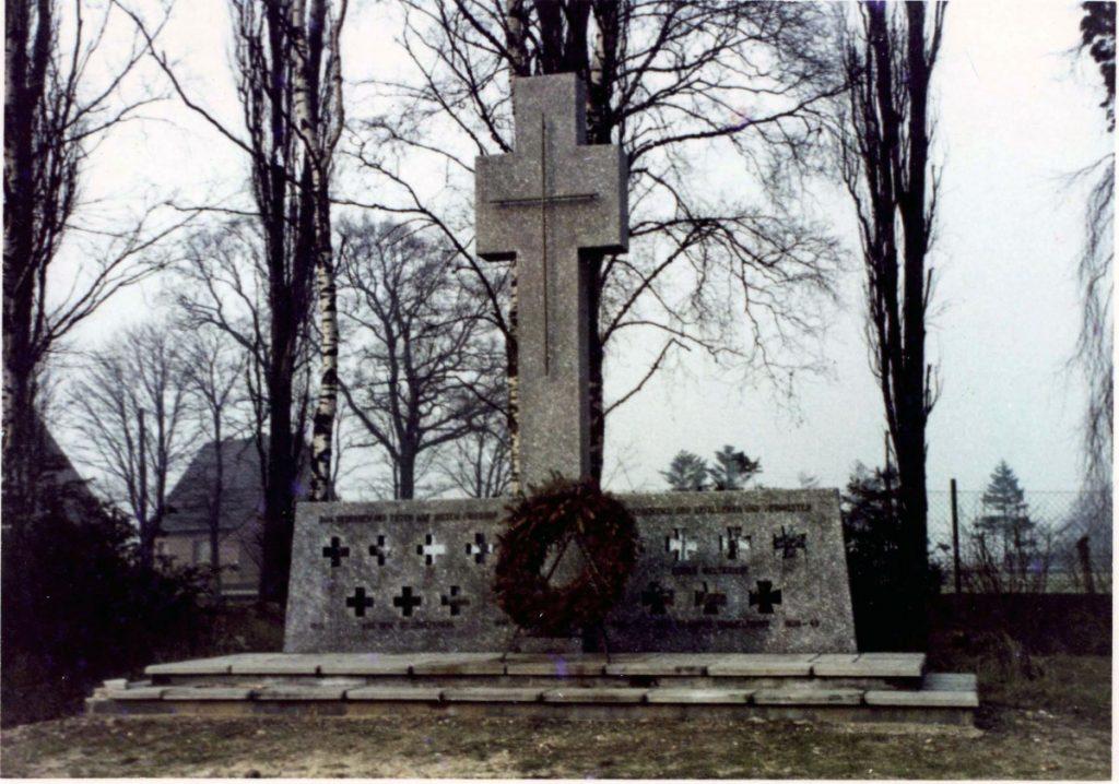 Hochkreuz aus Kunststein von 1962