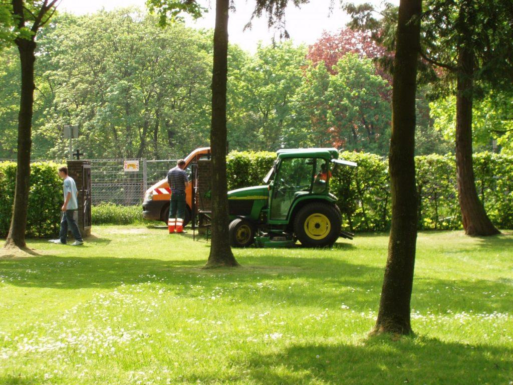 Gartenpflege durch Bauhof 2008